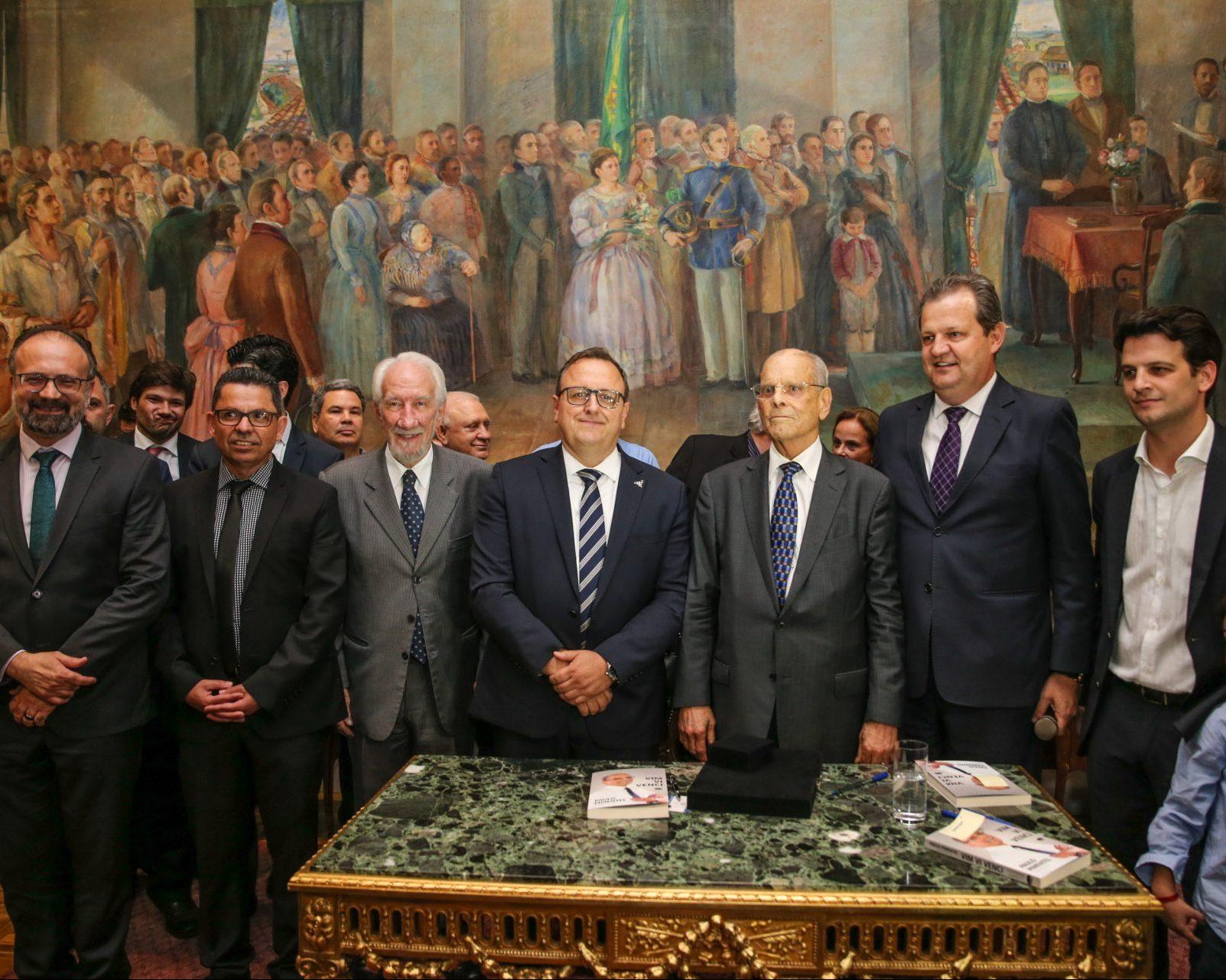 Ex-governador Paulo Pimentel recebe homenagem de universidades estaduais