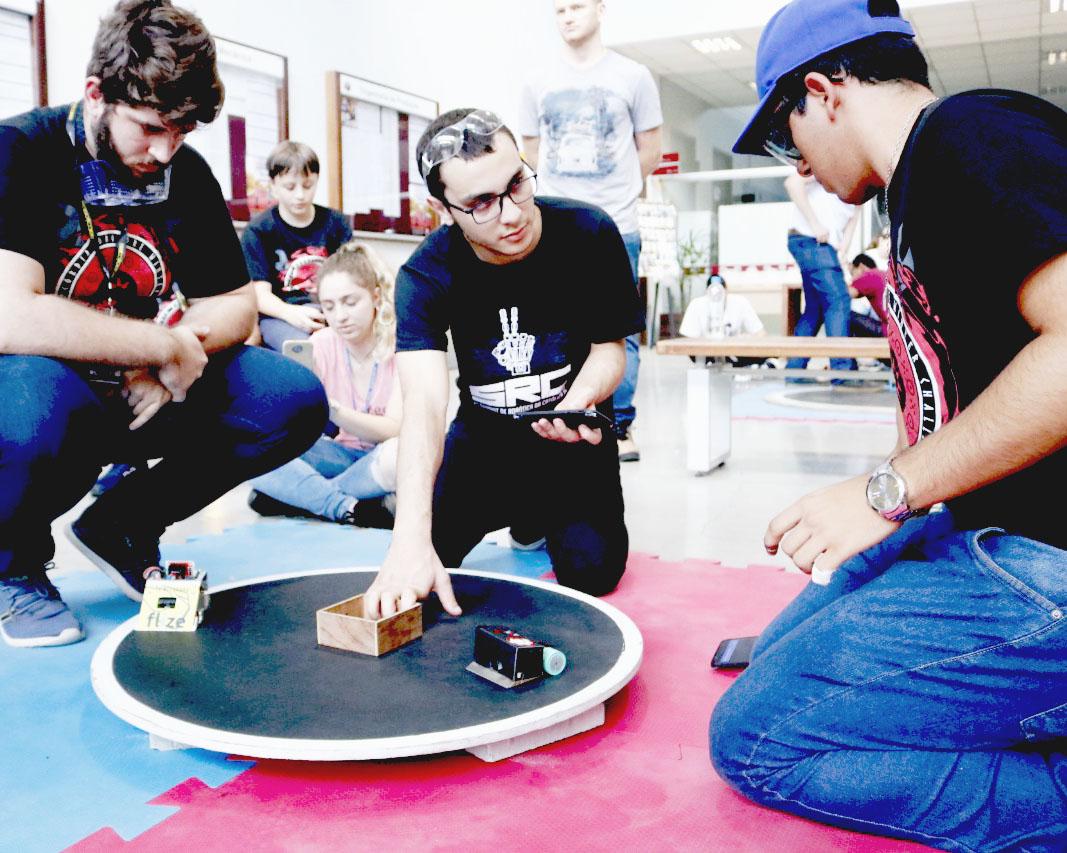 Acadêmicos da UEPG são destaque em competição de robótica