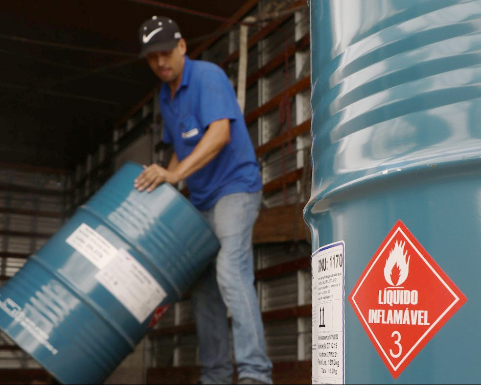 UEPG produz e distribui álcool 70% para instituições da região