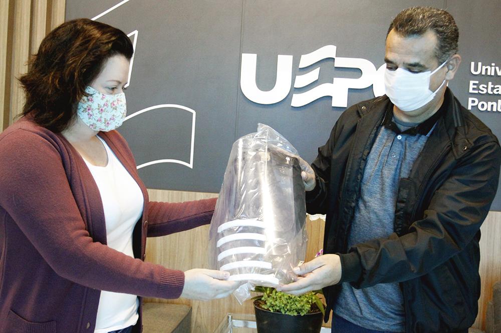 Projeto da UEPG fornece protetores faciais para o curso de Farmácia