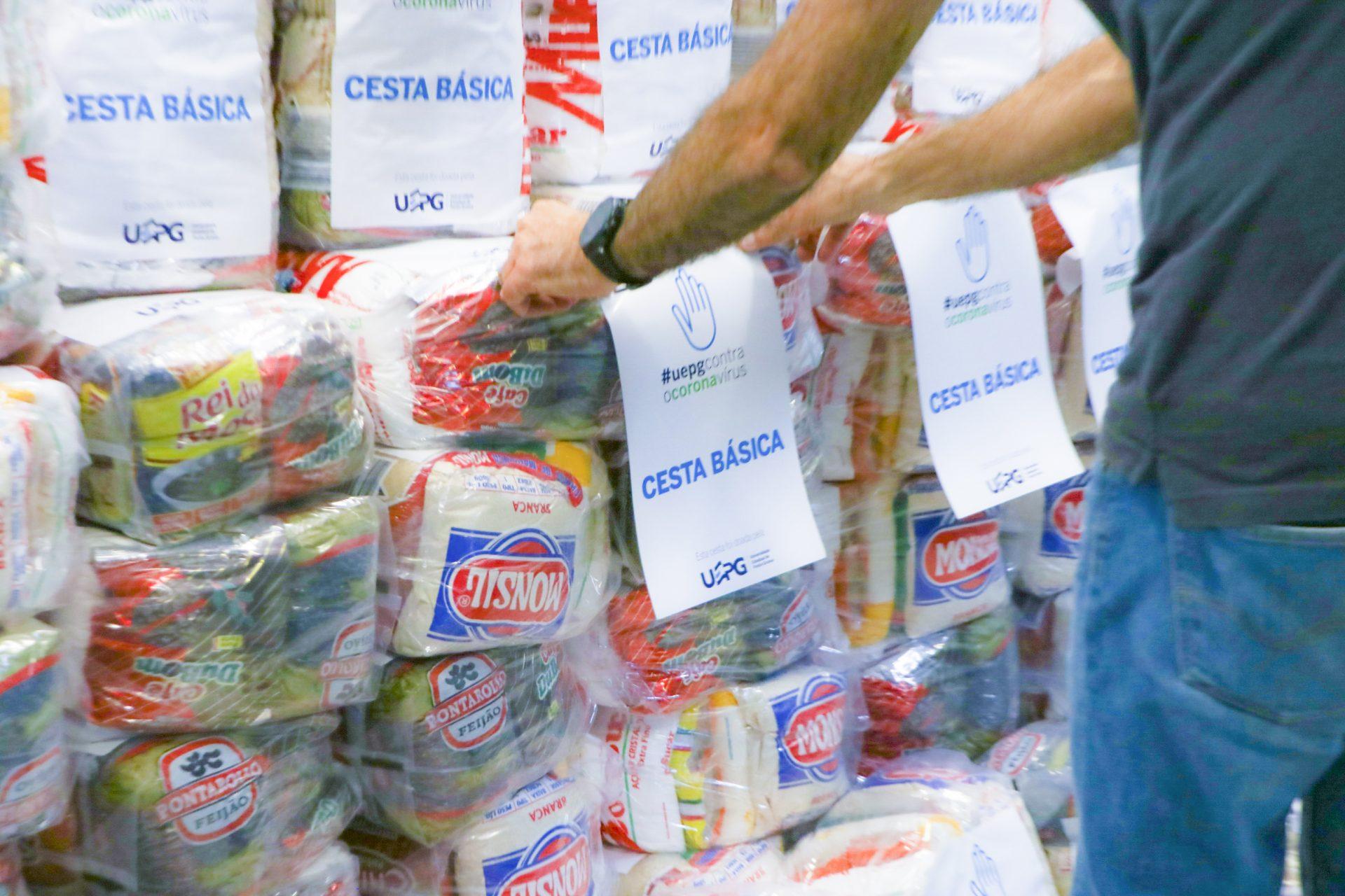 Pró-reitorias entregam cestas básicas durante a pandemia