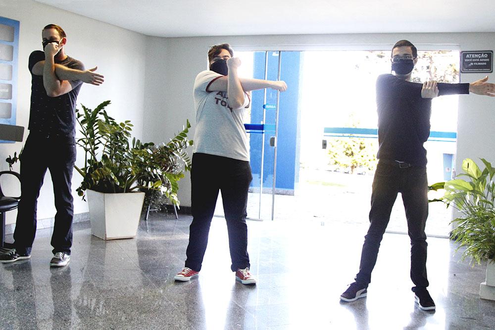 Projeto de extensão leva ginástica laboral aos funcionários