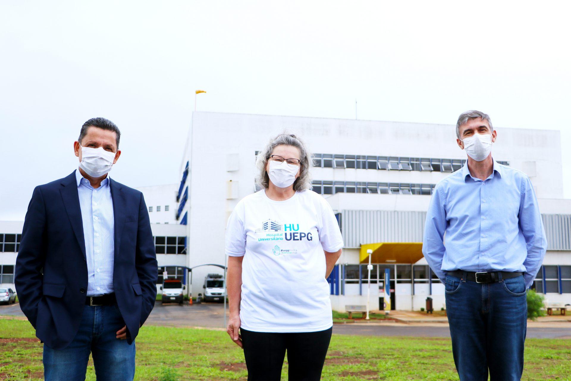 Primeira vacinada contra Covid-19 em Ponta Grossa é profissional do HU-UEPG