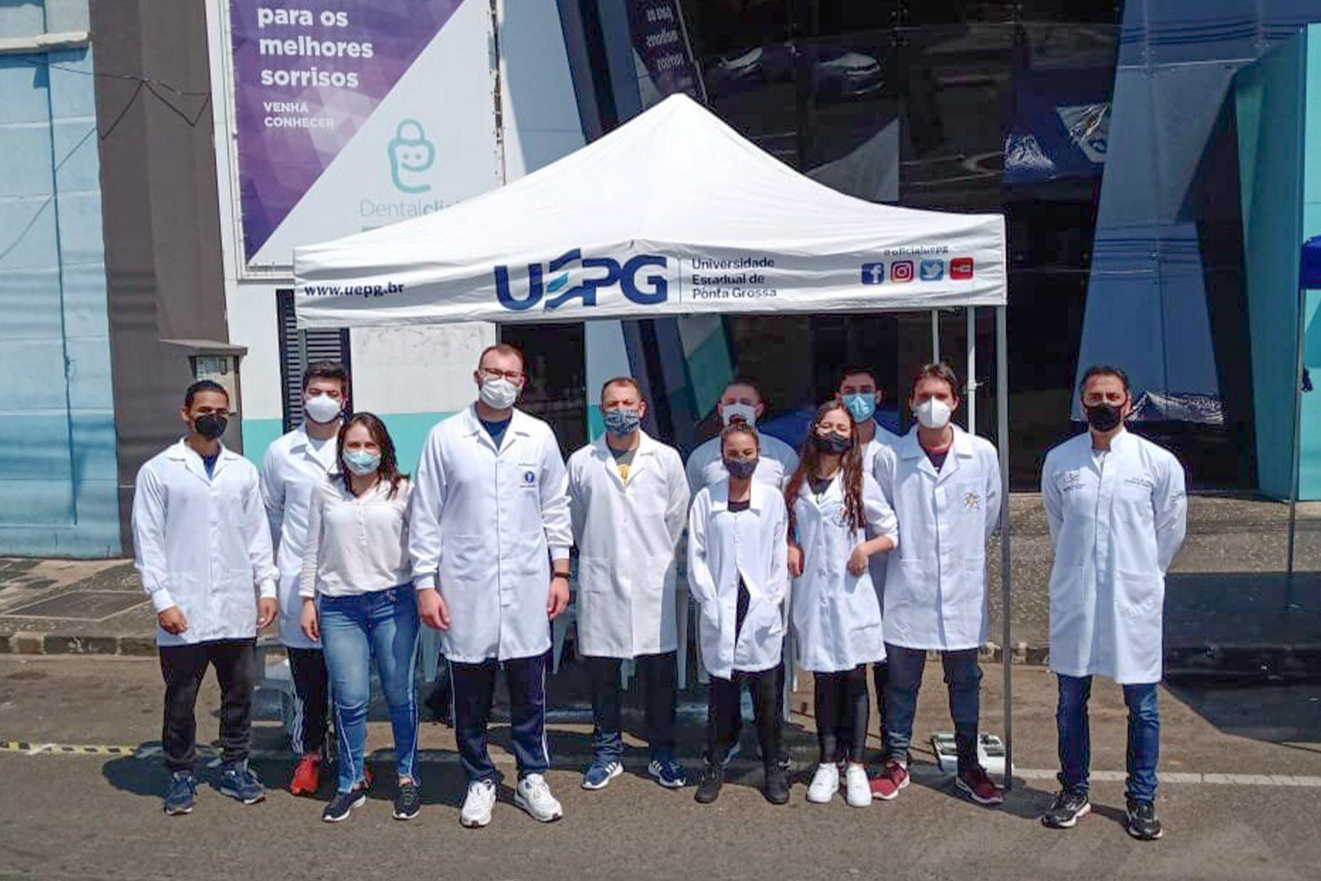 Alunos e residentes da UEPG realizam avaliações físicas no Centro de Ponta Grossa